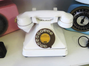 Quirky Parties - White vintage telephone