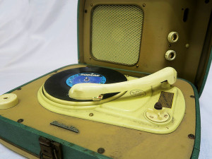 Quirky Parties - Retro record player - open view