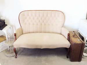 Quirky Parties - Vintage sofa - front view