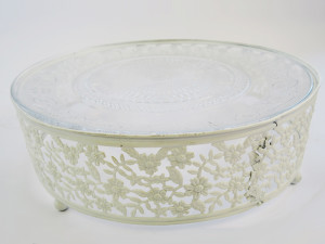 White plateau cake stand